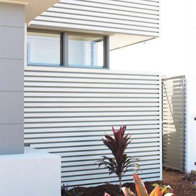 timber look aluminium fence